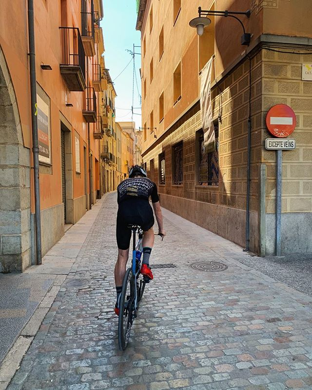 🚴♂️🙏 . #triathlon #cycling #ironman #tri365 #girona #spain #training . 📸 @kaitingyap