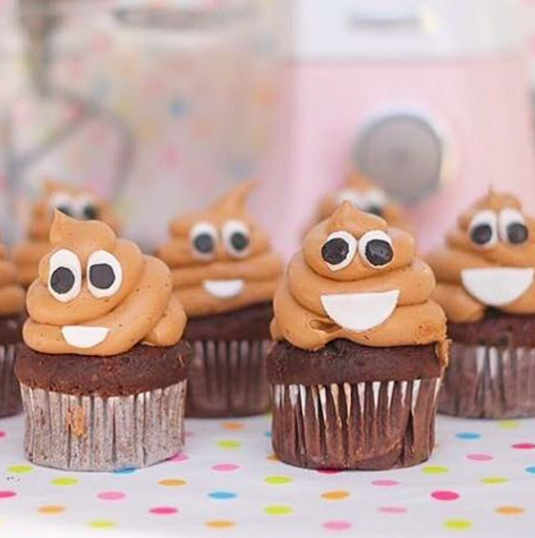 💩Poop cake💩   Exactly the thing you need to get for that person at work that you might not like but you end up picking them for kris kringle 😂