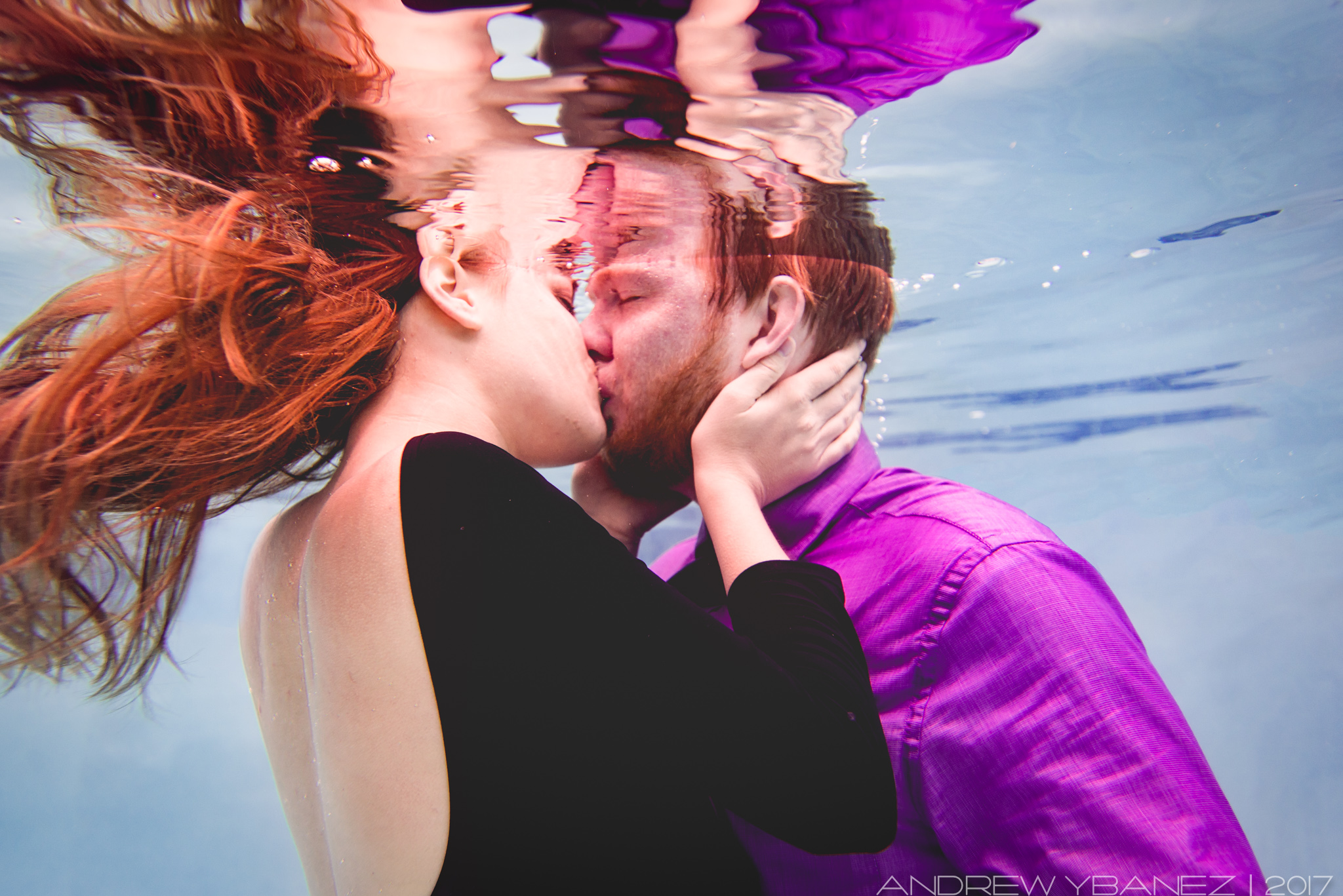 Underwater photography session with Andrew Ybanez  KIssing Under the Water  - Phoenix AZ   https://www.elementalfotos.com/underwater-sessions/