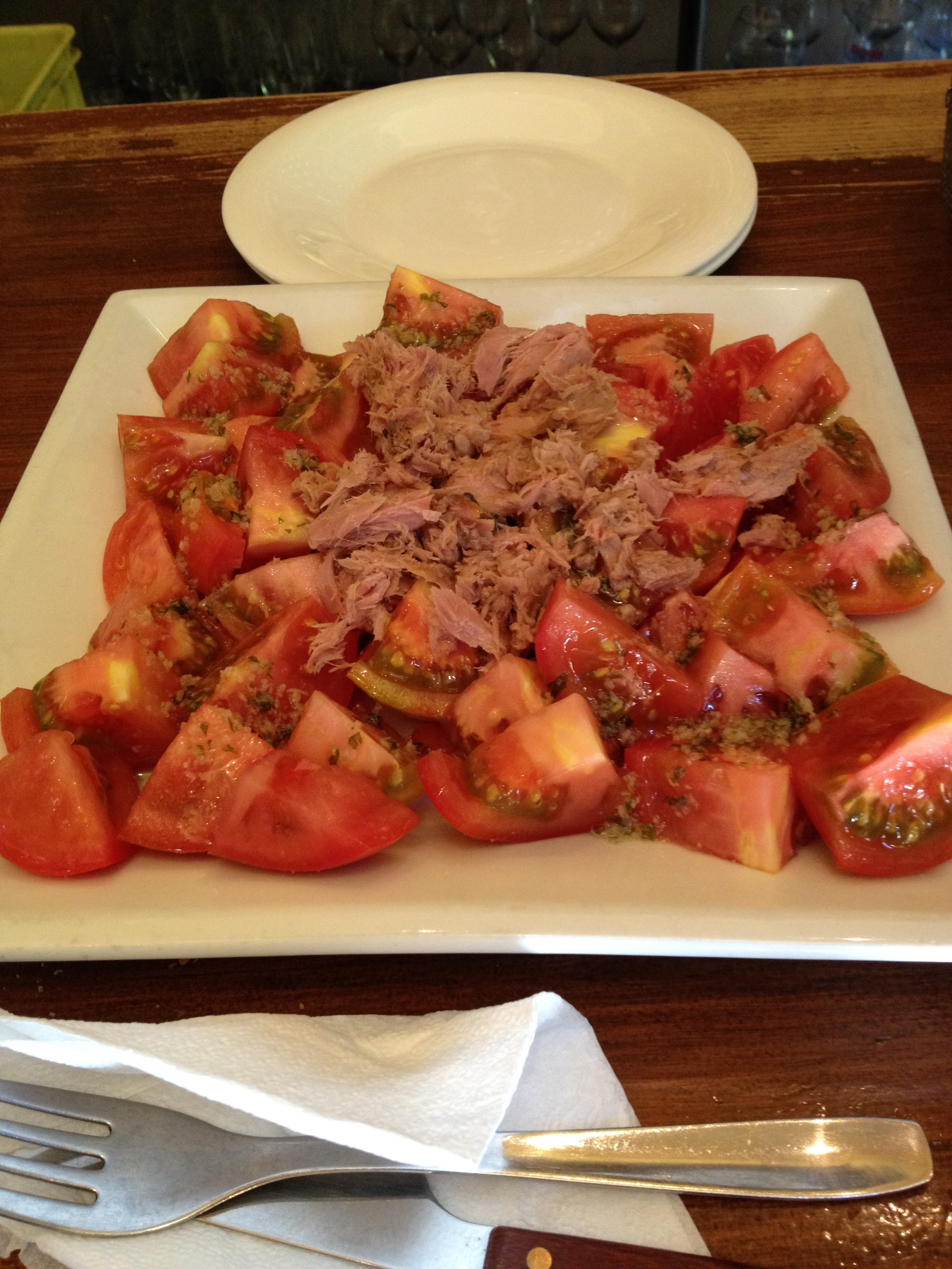 Atún y tomate  (Oil-Packed tuna and tomato salad) at Reca in Plaza Trinidad.