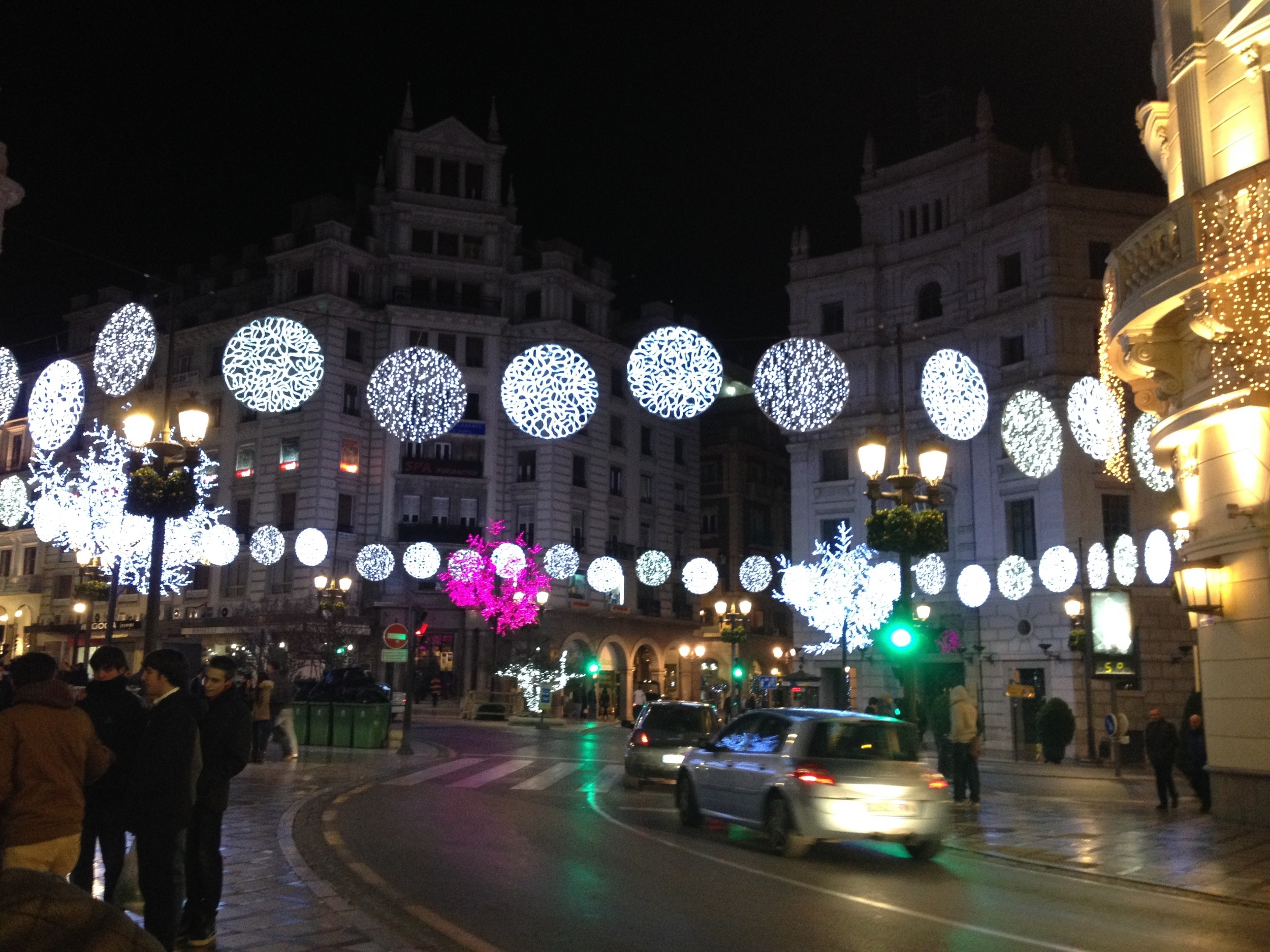 The center of the city, right where  Calle Recogidas  and  C  alle Reyes Católicos  meet, all dolled up with lights for  La   Navidad .
