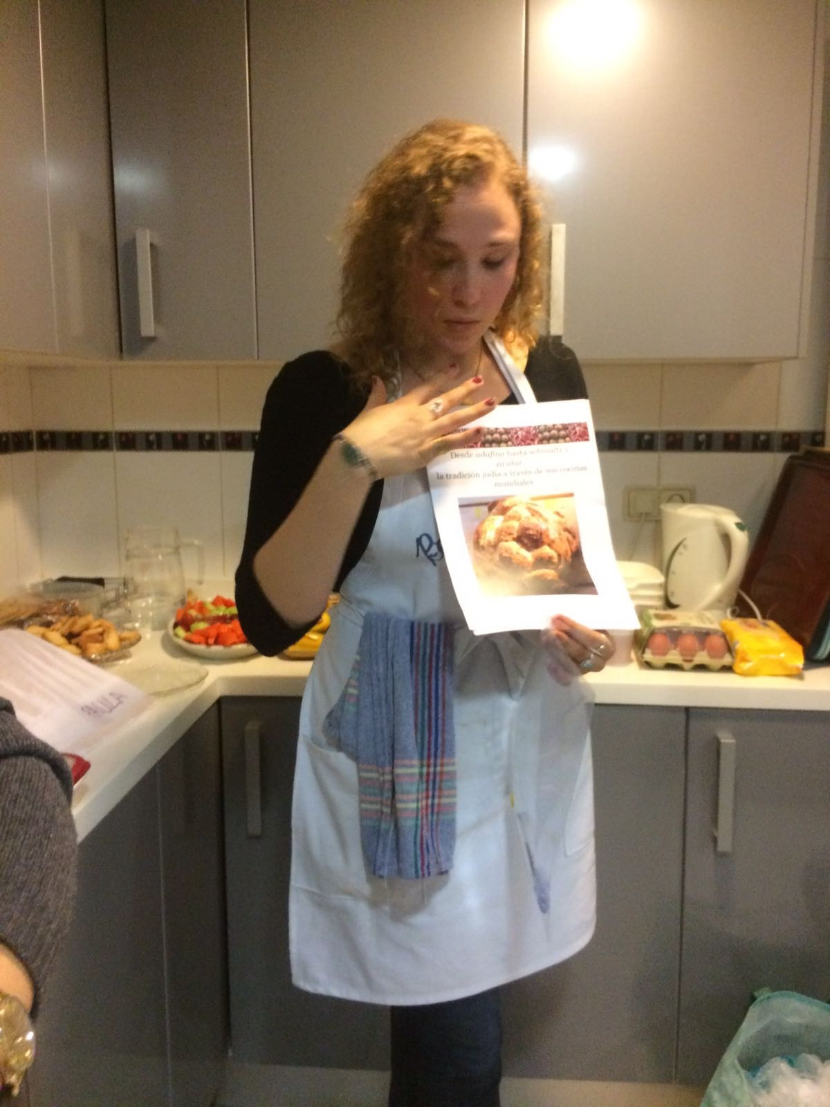 Teaching the course for the Madrid Reform Community in my very own Boka Dulse apron.