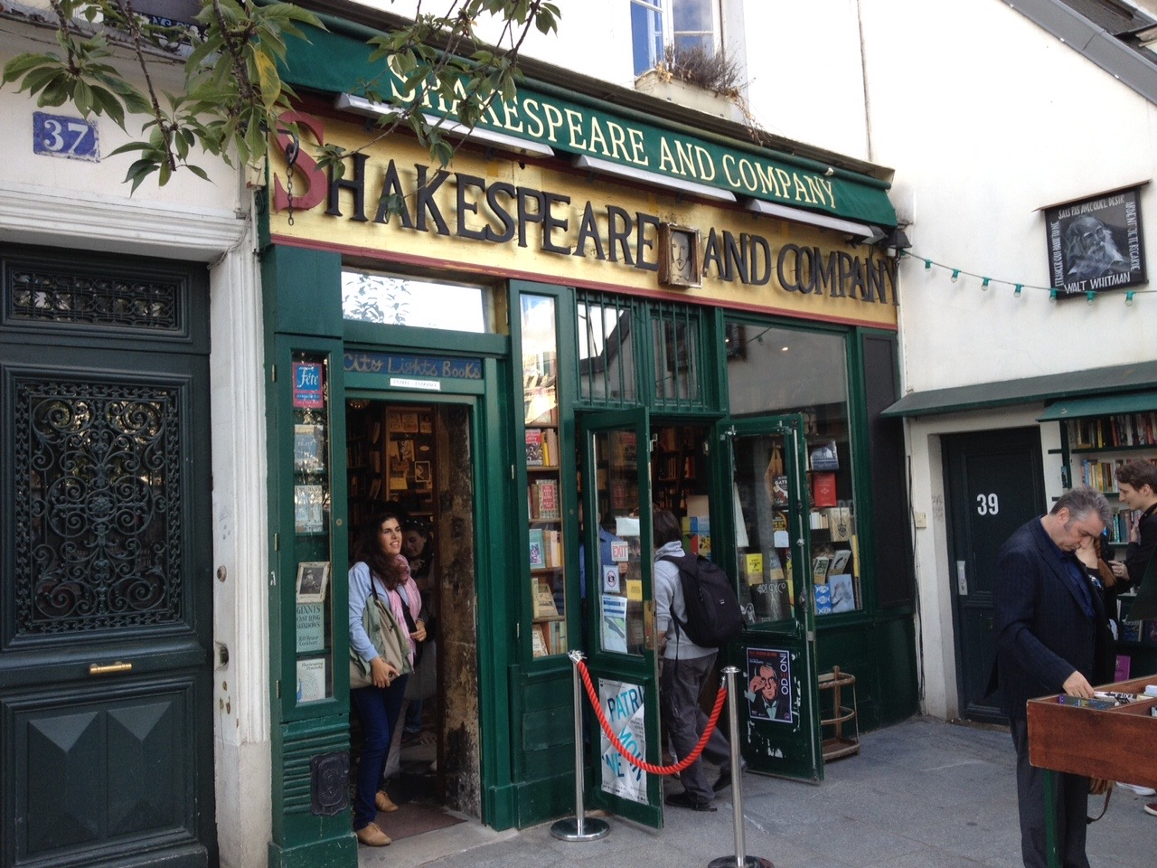 Strolling around the Left Bank on a sunny afternoon, we bumped into Shakespeare & Company English-only bookstore.