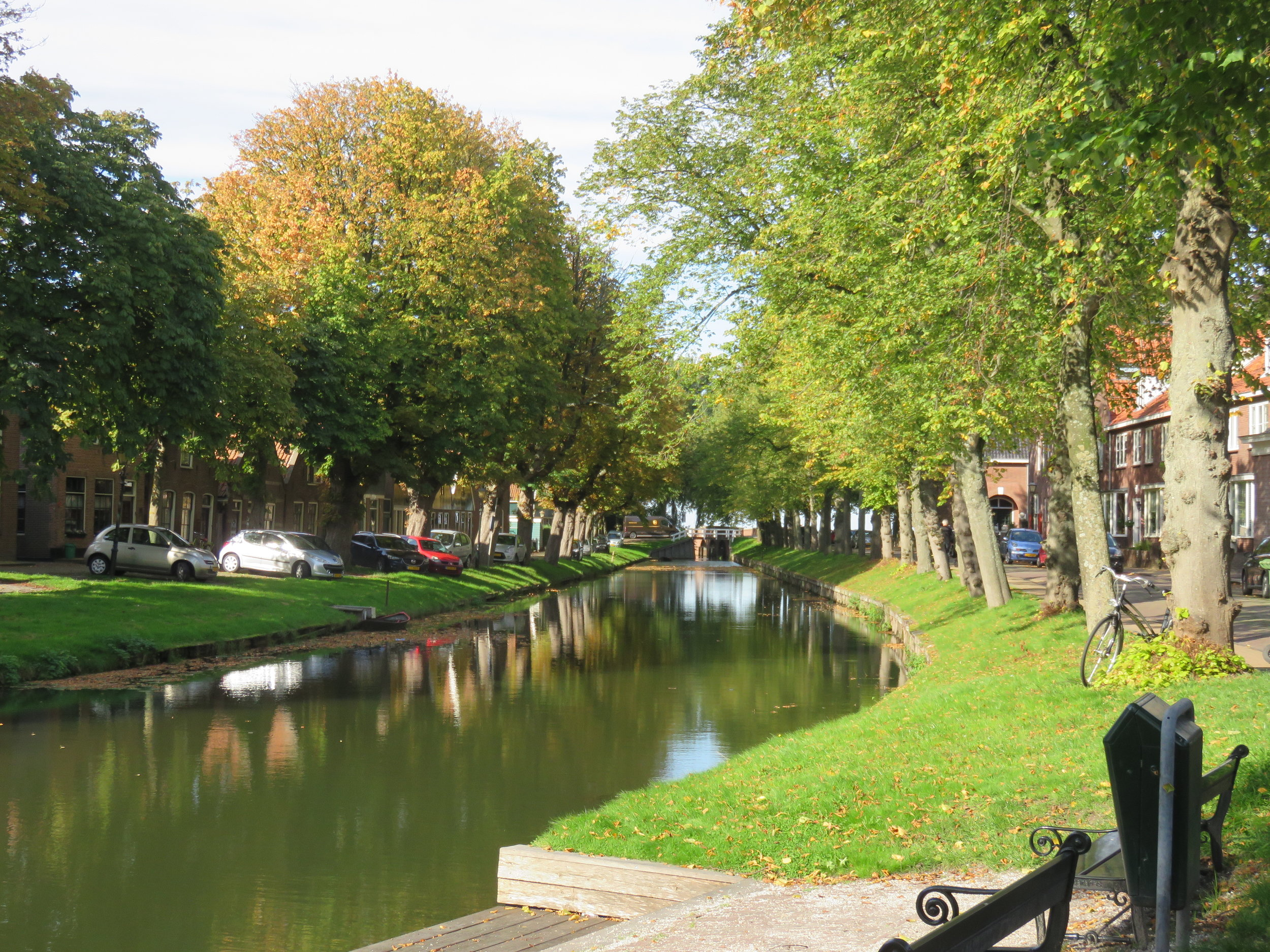 We put together a quick picnic lunch in Edam and have our snack in the park.