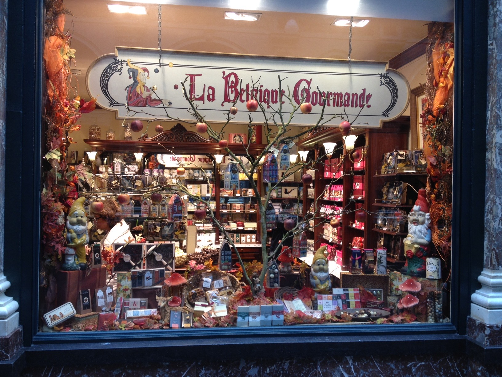 Window shopping in Belgium. Wouldn't this Belgium chocolate shop be a great addition to a Dutch coffeeshop?