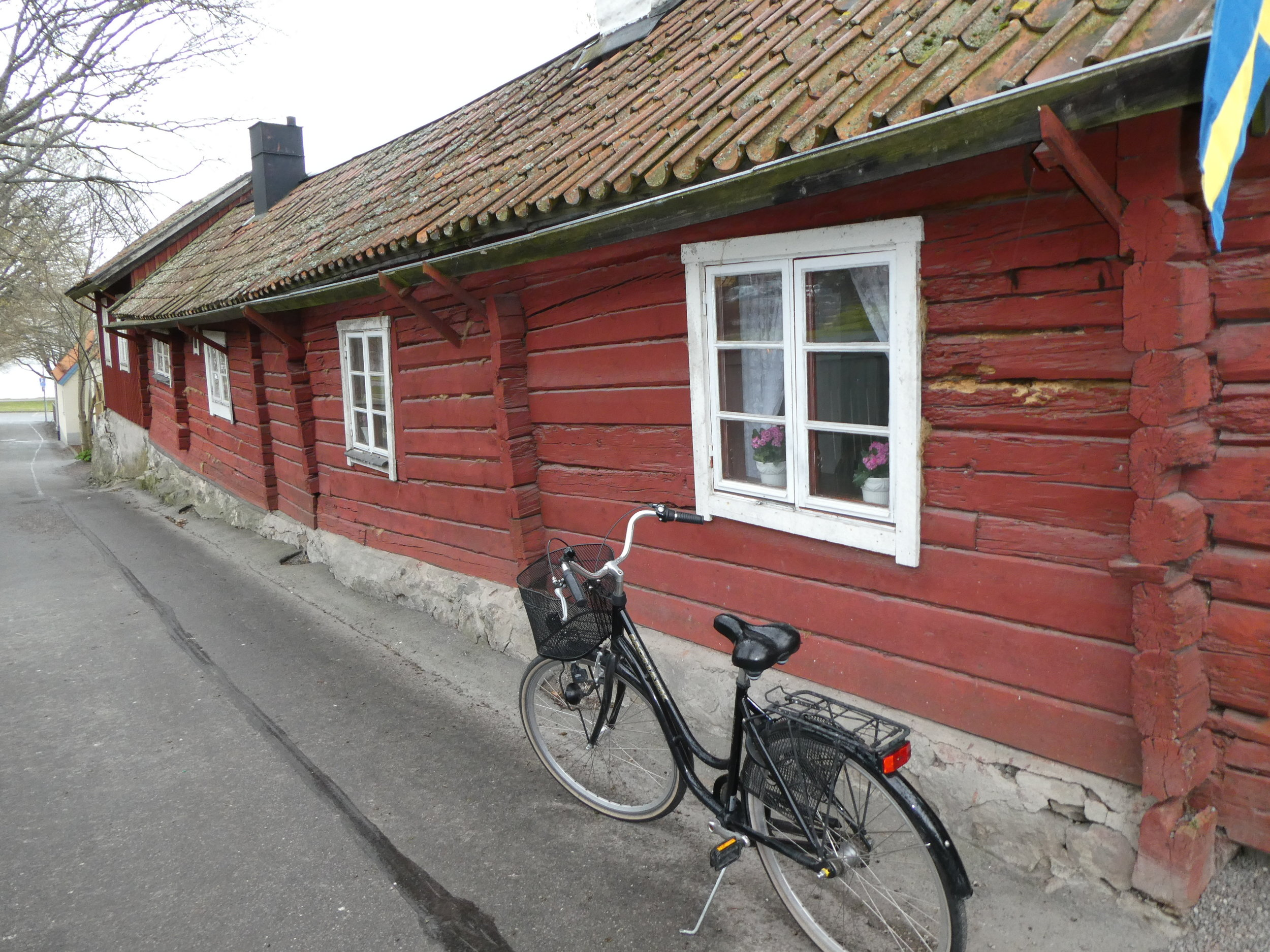 One of the oldest buildings in Sigtuna, it currently houses a popular cafe.