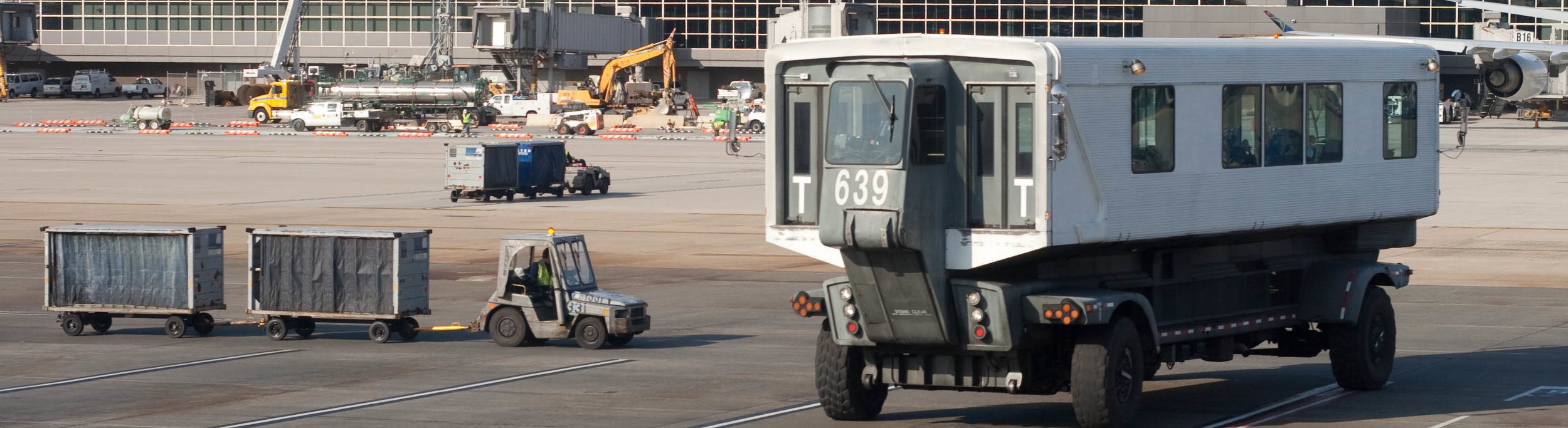 Dulles mobile lounge. ( Photo by flickr user paul_houle  via Creative Commons, CC BY-SA 2.0)