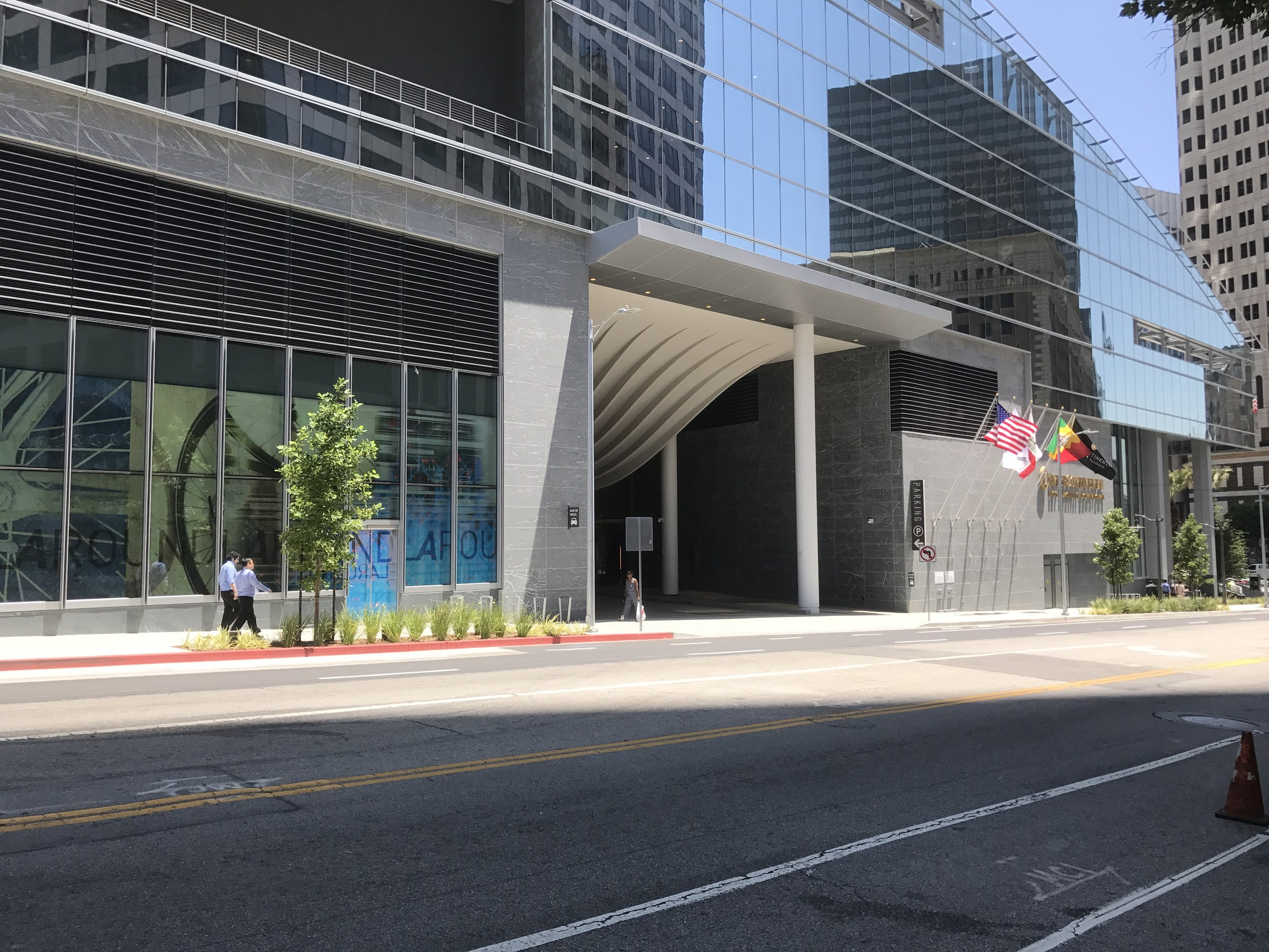 The 7th Street facade at Wilshire Grand Center. Only the driveway for the hotel interrupts the long blank wall.
