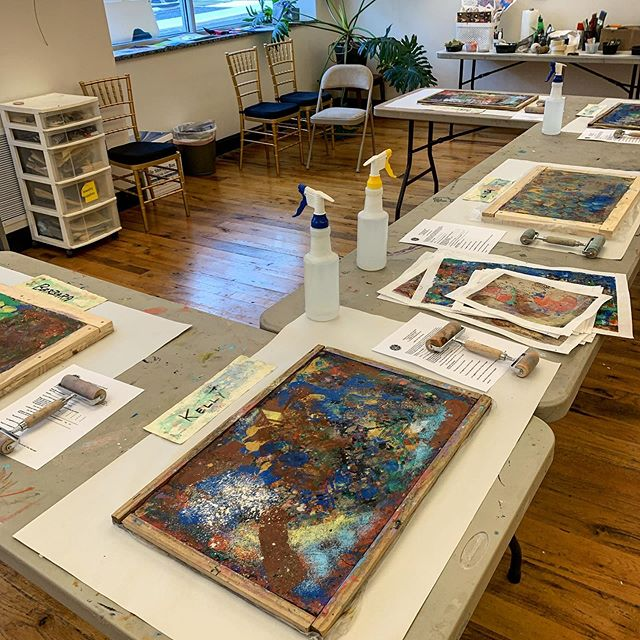 Ready for the final week of our clay monoprint workshop at @adamsarts in Gettysburg. Missed this one? We'll be offering it again this fall.  #artinstruction #print #monoprint #clay #claymonoprint #art #contemporaryart #printmaking #abstractart #gettysburg #gettysburgart #artprocess #artbusiness  #modernart #contemporaryartist #pellon