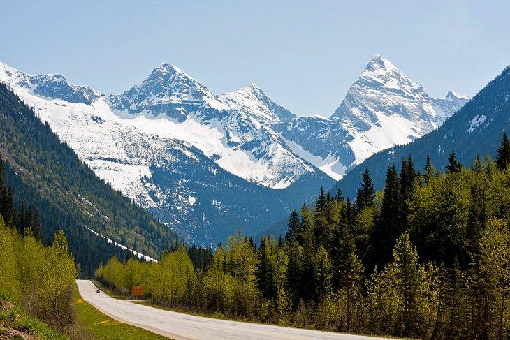 canada-british-columbia-glacier-national-park-rogers-pass.jpg