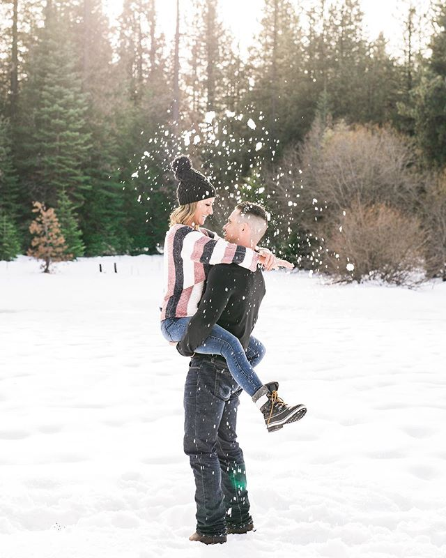 I am insanely obsessed with this entire session. Like how freakin cute are they?! I am dying to go up the the snow for a few more adventure sessions! Who's down?!