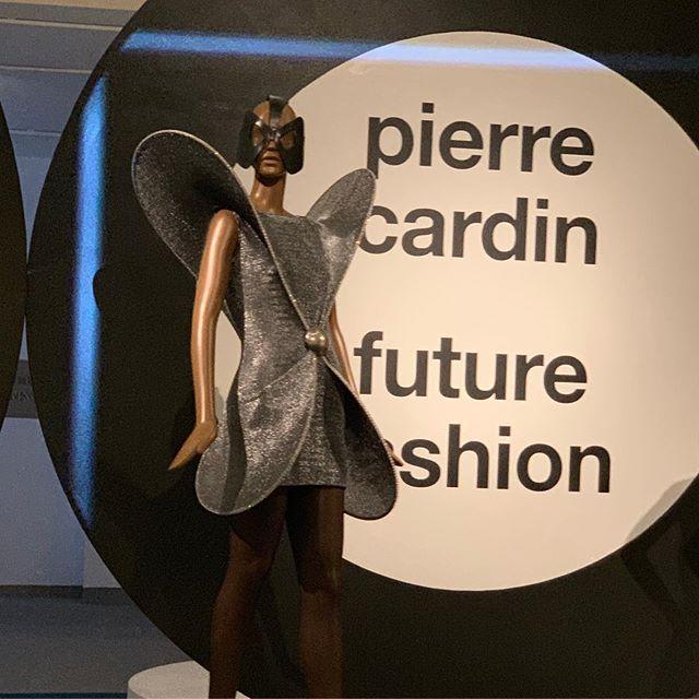Shapes of the future from the past ❤️ #PierreCardin #fashion #costumedesign #costumedesigner #fashiondesigner #museum #exhibit