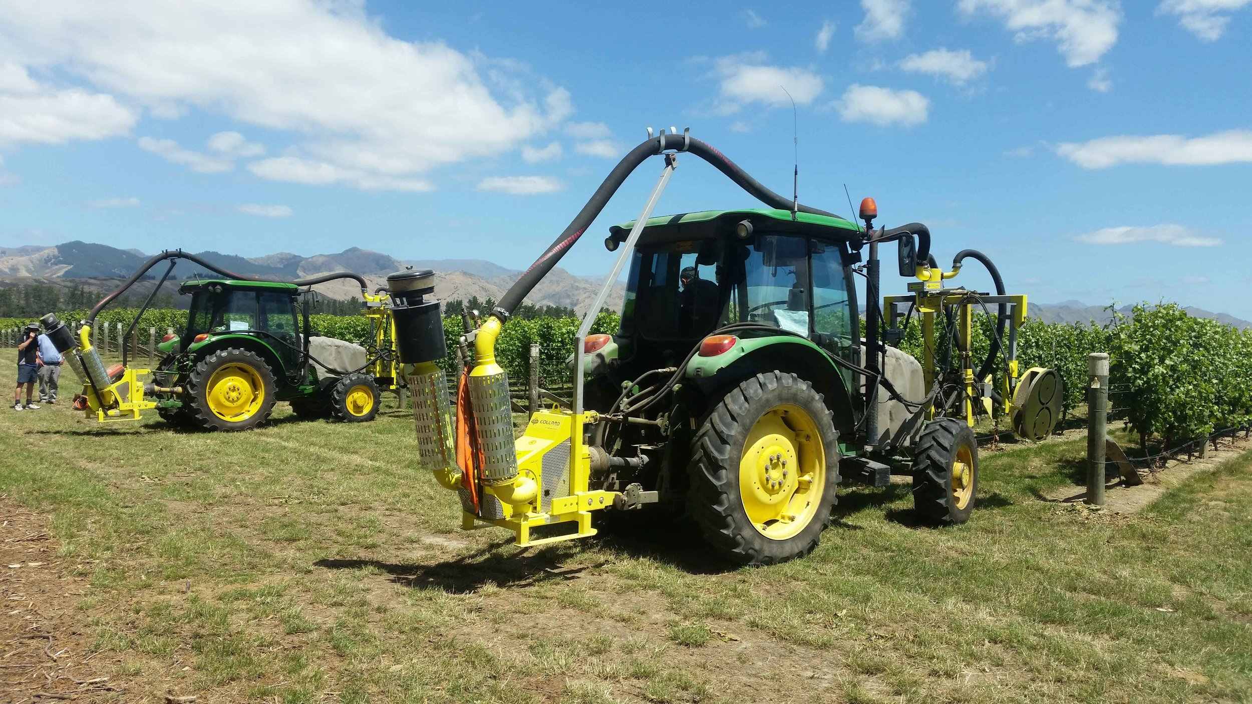 The right support - The harvest operation is supported by a fleet of gondolas, tractors and trucks.