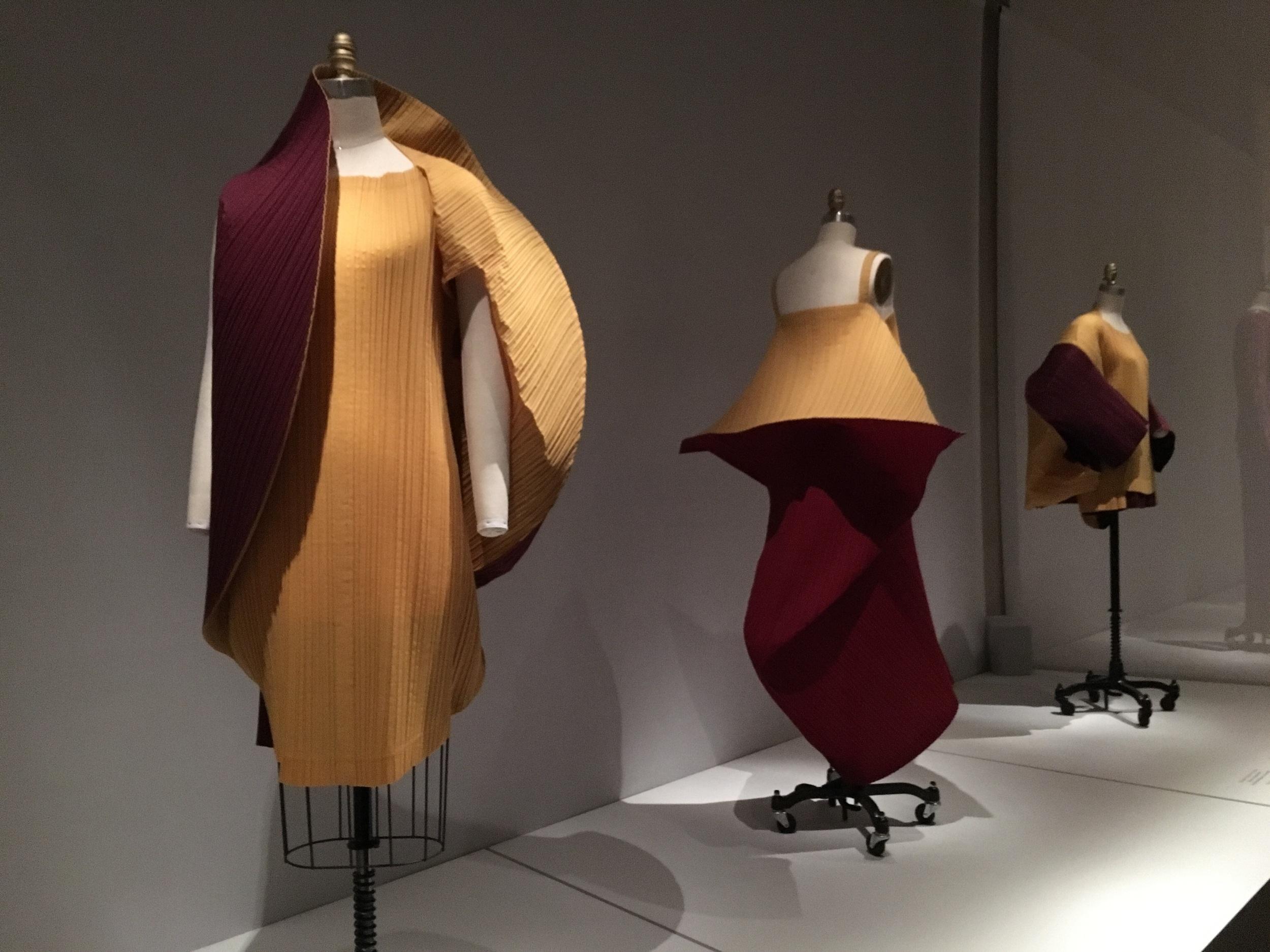 Miyake Design Studio  Issey Miyake  SS 1990, prêt-à-porter  Machine-garment-pleated, machine-sewn yellow and red-purple polyester-linen plain weave