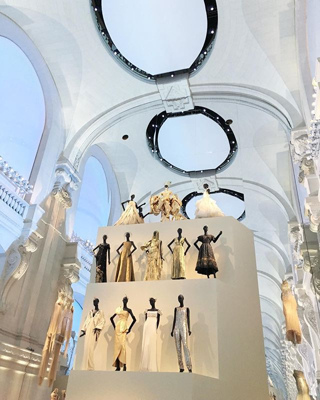 Dior, s'il-vous-plaît . . . . . #magical #fashion #arts #museedesartsdecoratifs #lesartsdecoratifs #paris #pfw #pfw2017 #tuilleries #dior #christiandior