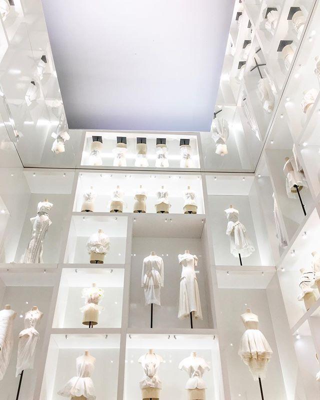 Magnifique! The Christian Dior exhibition was exceptional. Don't miss it if you're in Paris . . . . . #paris #pfw #pfw2017 #dior #christiandior #lesartsdecoratifs #museedesartsdecoratifs #arts #fashion #magical