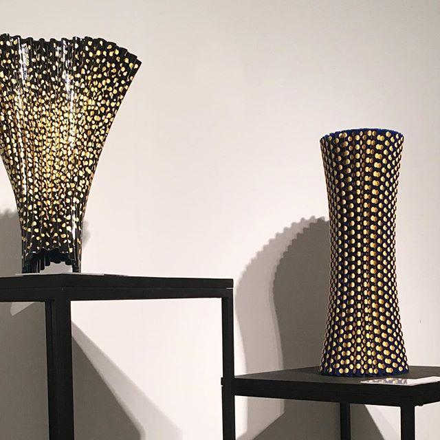 Loving these pleated forms  By Naoki Takeyama . . . . . #artbasel #2017 #miami #sculpture #fadhion #pleats #artmiami #exhibition #naoki #takeyama #form #color #naokitakeyama