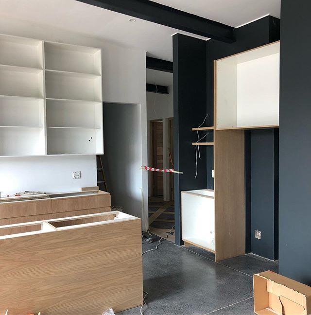 Kitchen Install . . . #studiomitchell #studiomitchellinteriors #kitchendesign #kitchenrenovation #dunkirkestate #interiordesign #interiors #ballitodesigner #homerenovations
