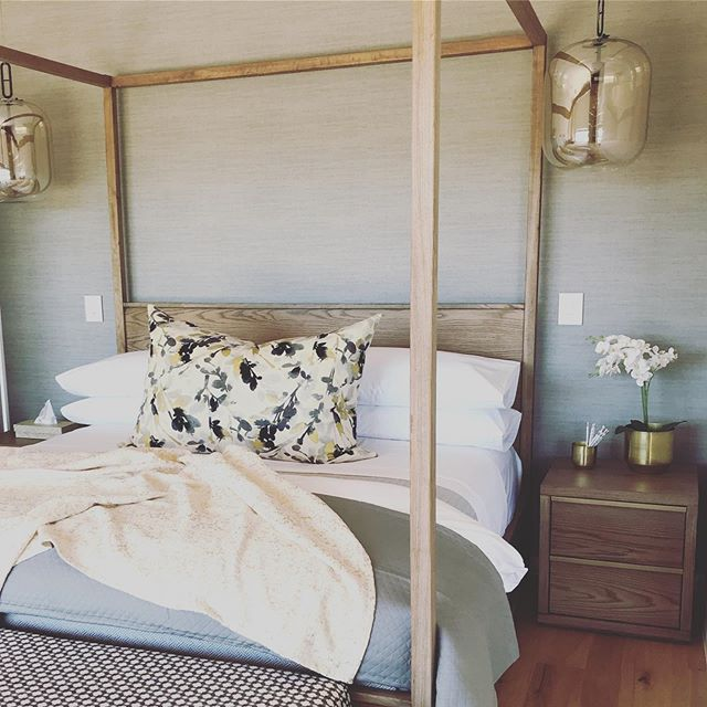 #Saturdaze mornings in this  #goldenglam bedroom . . . . #studiomitchell #studiomitchellinteriors #interiordesign #interiordecorating #interiors #ballitodesigner #gold&grey #localzadesign