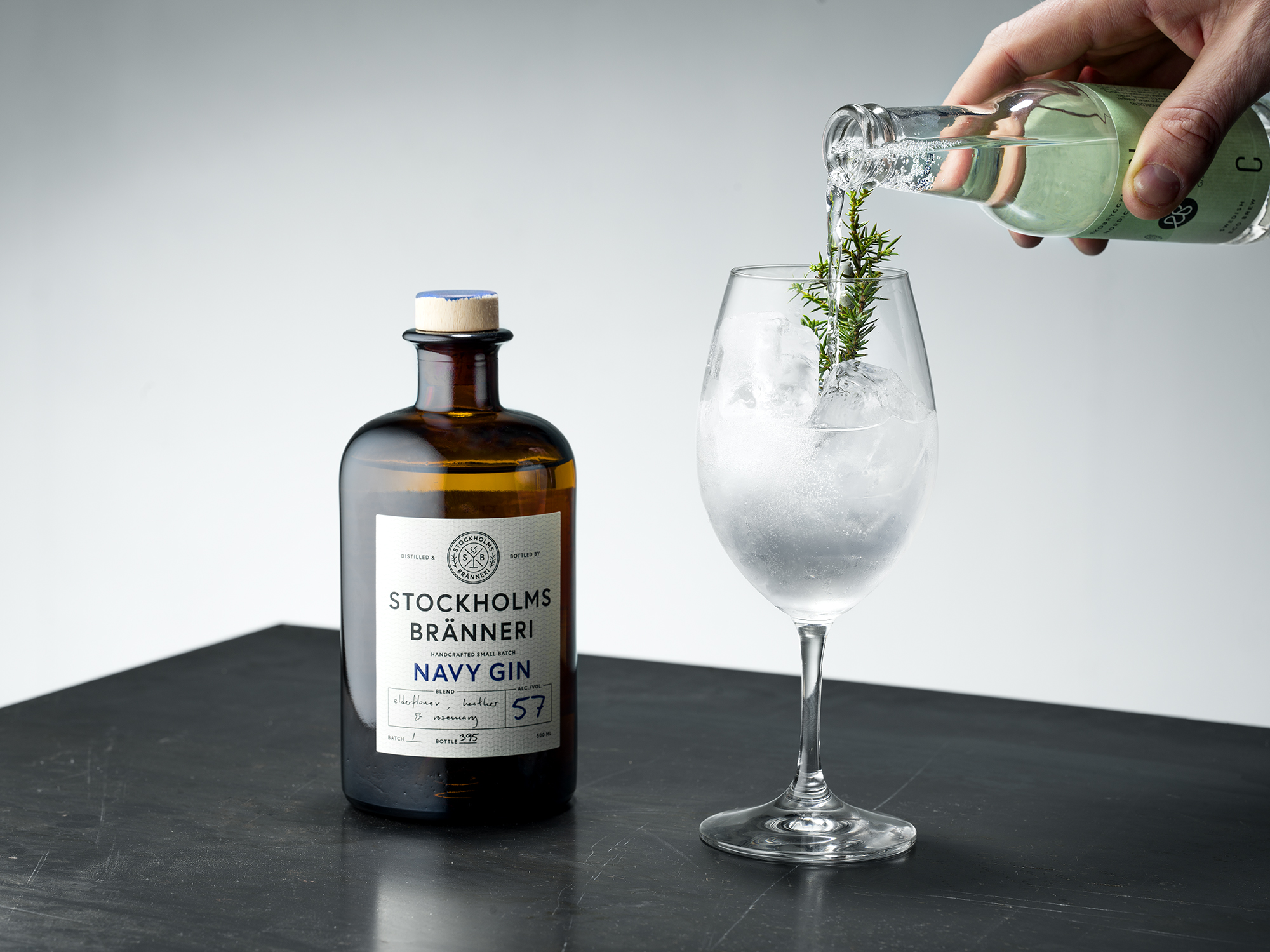 S|B Navy Gin & Tonic - Gin & Tonic in the woods