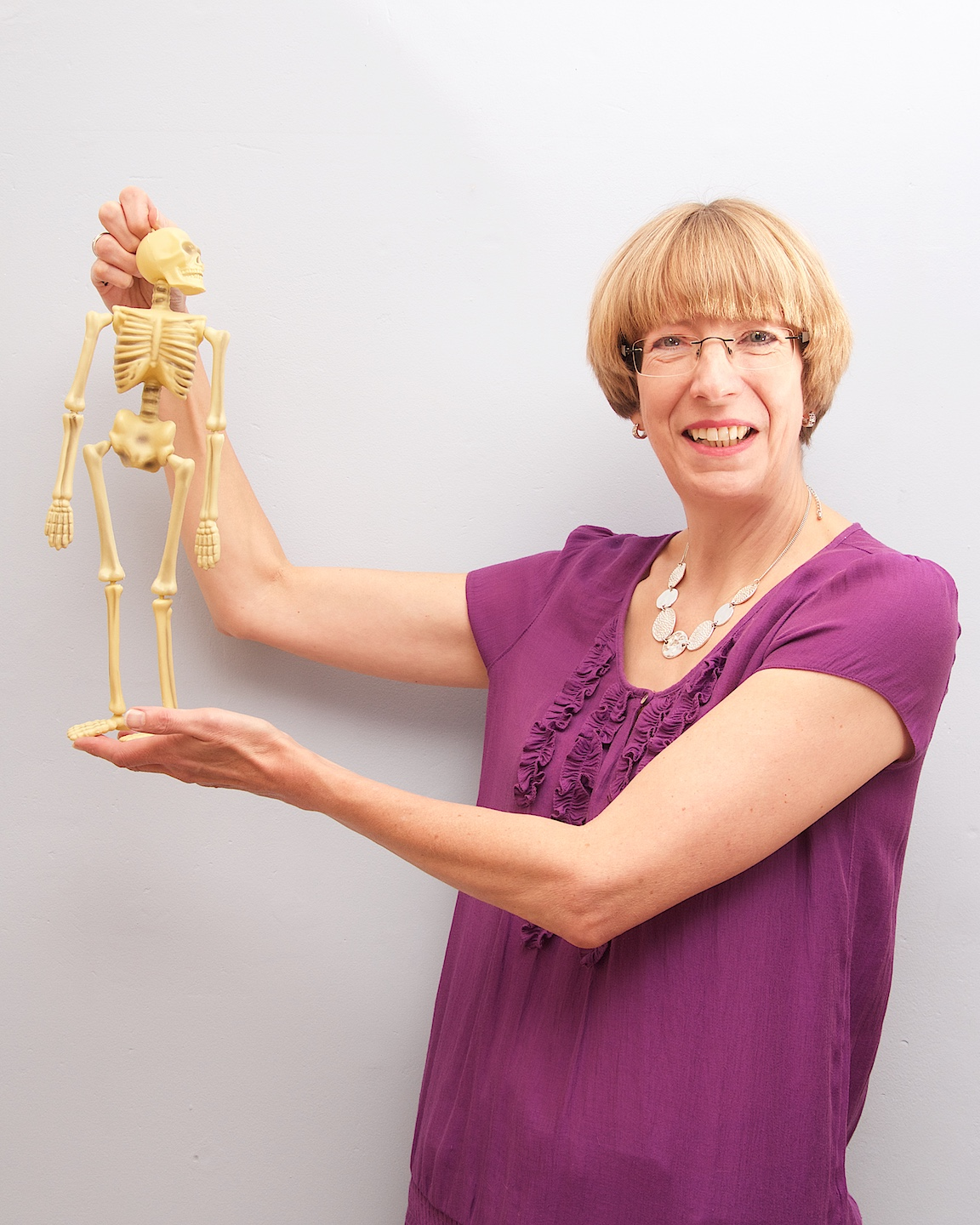 I'm Alison, the ergo elf! - I became an 'expert patient' after being injured in a car accident as a teenager. I learned all these amazing things about my body, and wondered why we have to wait to be injured to learn this life-changing stuff. I went on to undertake professional learning about posture, workstations, human factors and ergonomics. The result - I'm on a mission to share my passion and expertise for posture.