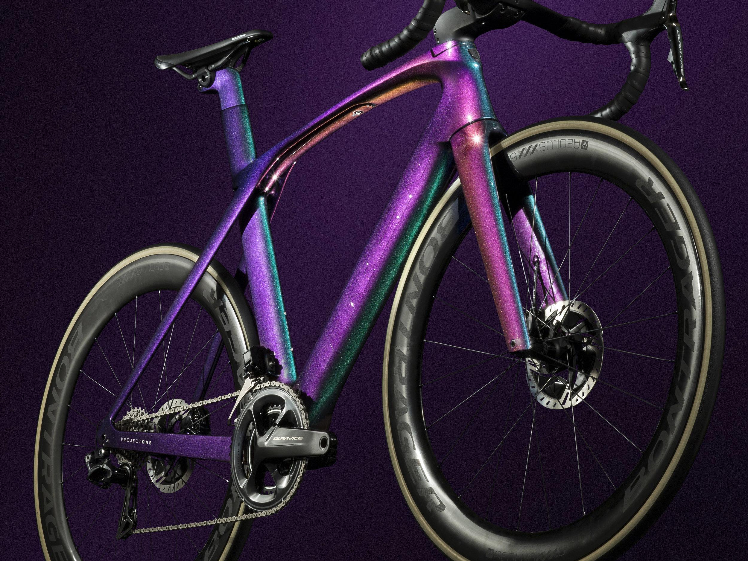 P1_Madone_ICON_Purple_Phaze_low_front_detail.jpg