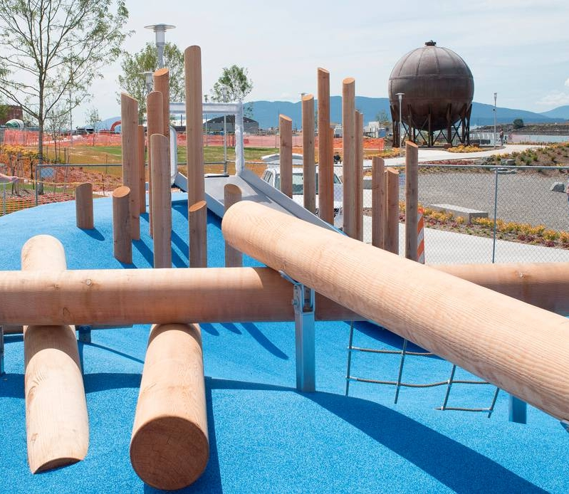Log scramble in the new children's playground