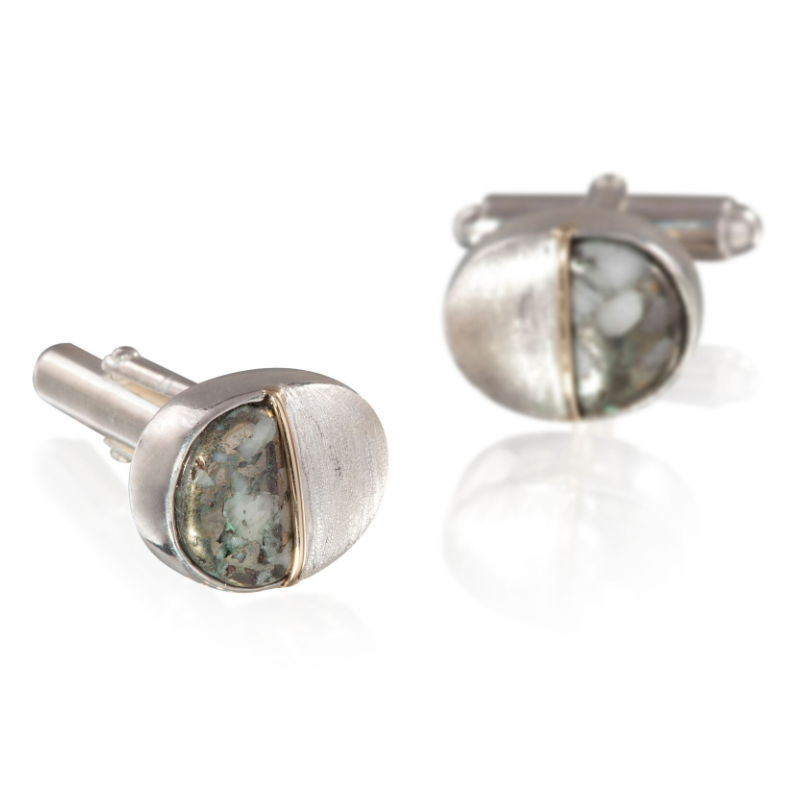 Halves of hyperstine and brushed 925 silver, separated by band of 18k yellow gold, on 18k white gold-plated 925 silver cufflinks