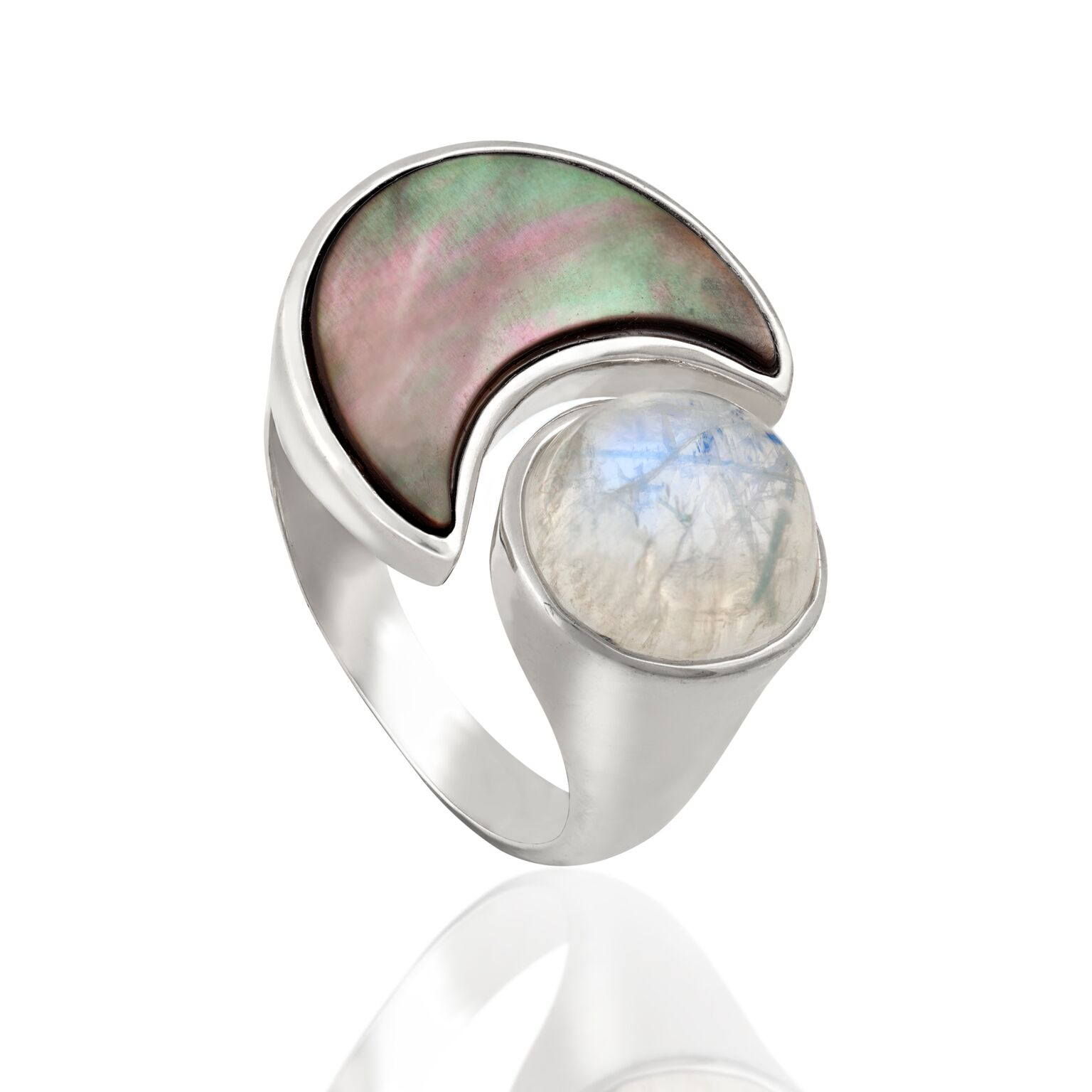 Mother of pearl (Japan) and moonstone (Madagascar), set in white gold-plated silver ring