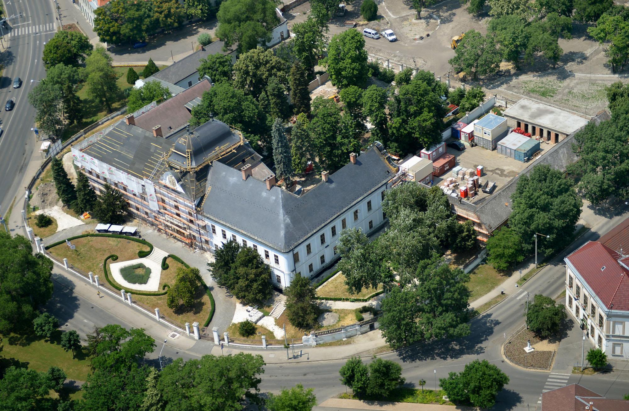 HATVAN<br>GRASSALKOVICS-KASTÉLY PARKJA