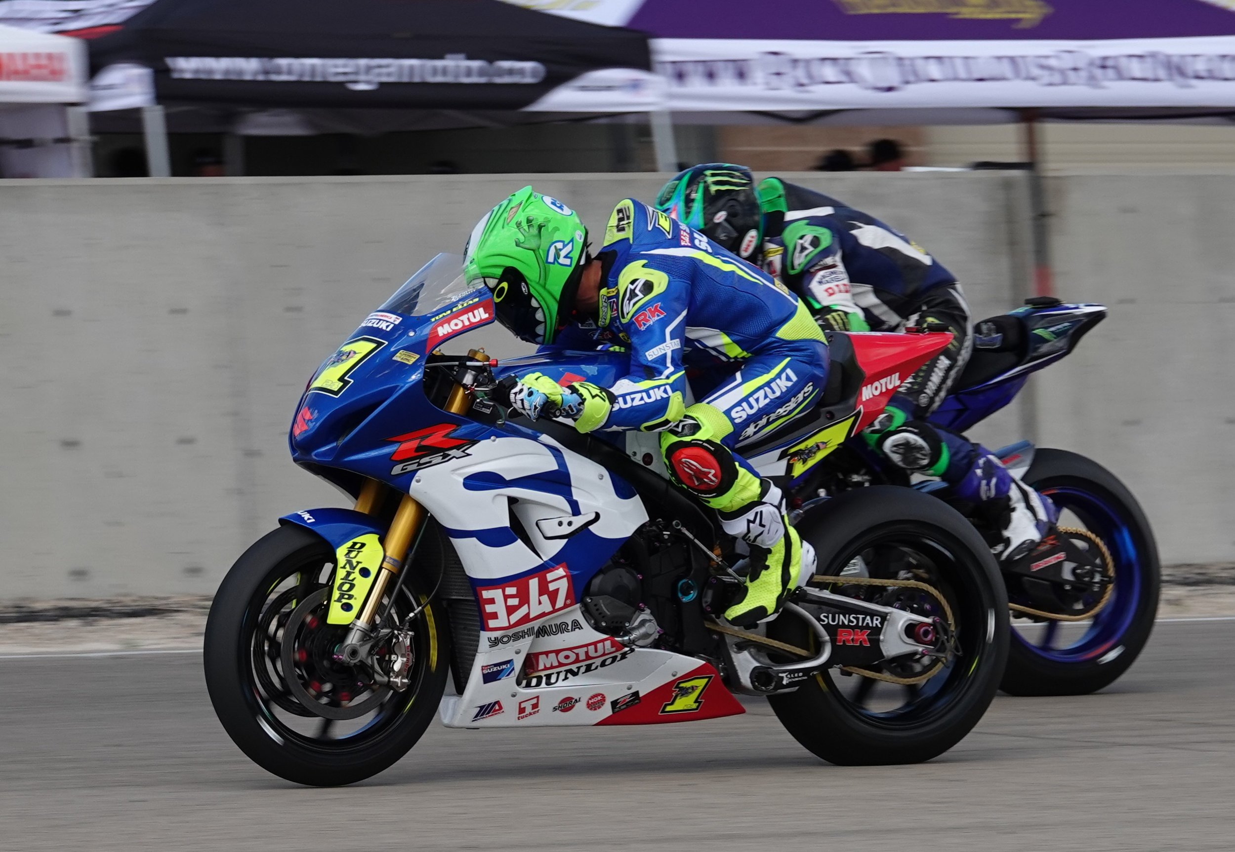 Defending MotoAmerica Superbike Champion Toni Elias (No. 1) races his Yoshimura Suzuki down the straightaway at Utah Motorsports Campus and looks back to see rival Cameron Beaubier. (Larry Lawrence photo)