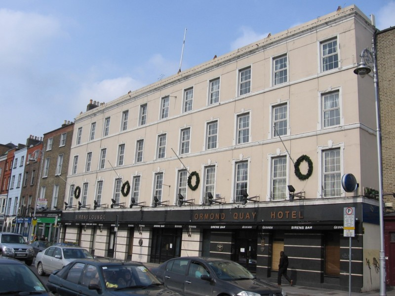 """The Ormond Hotel in 2006 with its """"Sirens"""" Lounge"""