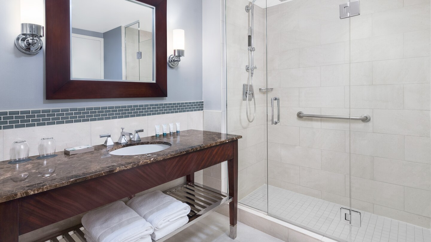 washw-suite-bathroom-0130-hor-wide.jpg