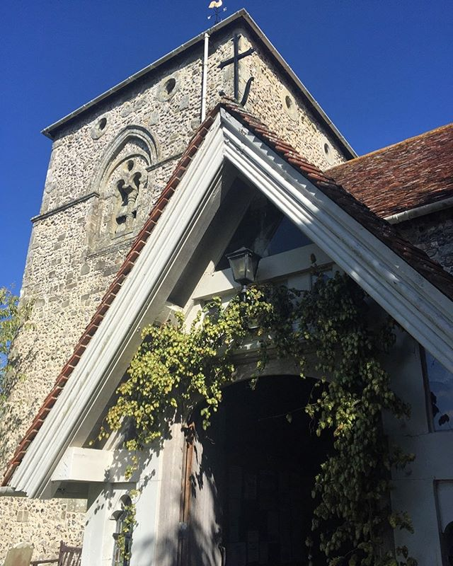 Loved creating an arch from fresh local hops at beautiful Jevington Church this weekend. #sussexwedding #sussexbridetobe #sussexflorist #hoparch #sussexchurchwedding #naturalfloralstyle #hopsforweddings #lovesussexweddings #lewesflorist