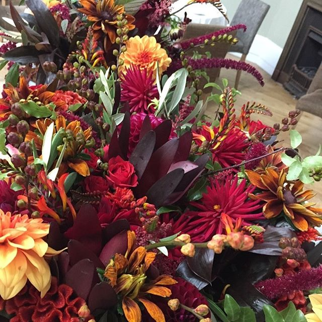 A beautiful bounty of seasonal colour for a Brighton Belle ...... Congratulations Jo and Sam 😘 #brightonwedding #septemberwedding #lovesussexweddings #autumnweddingflowers #bridesmaidsbouquets #autumnbridesmaidsflowers #seasonal-bouquets #lewesflorist #leweswedding