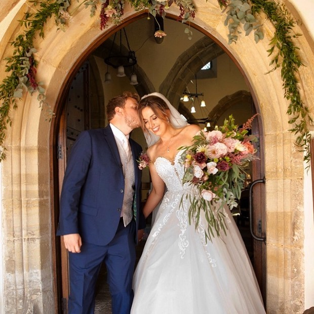 Gorgeous pics from Zoe and Ben's best day ever ! #sussexweddings #lovesussexweddings #lovedupinlewes #churchweddingsussex #lewesweddingflowers #leweswedding