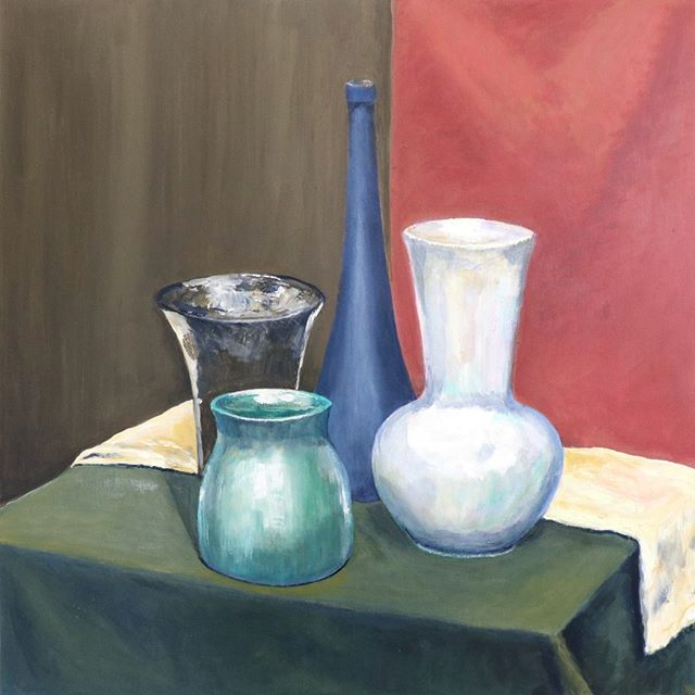 This striking, Morandi-esque composition is by Cedric Harben. 🤩 This still life is acrylic on canvas and was painted by Cedric this winter, in Independent Studio with Marija.