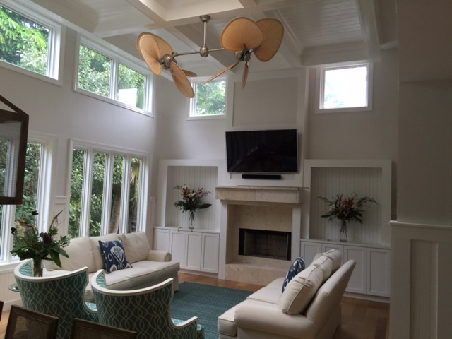 A light, monochromatic color scheme with accent colors, emphasizes how largeand open the living/dining area is.