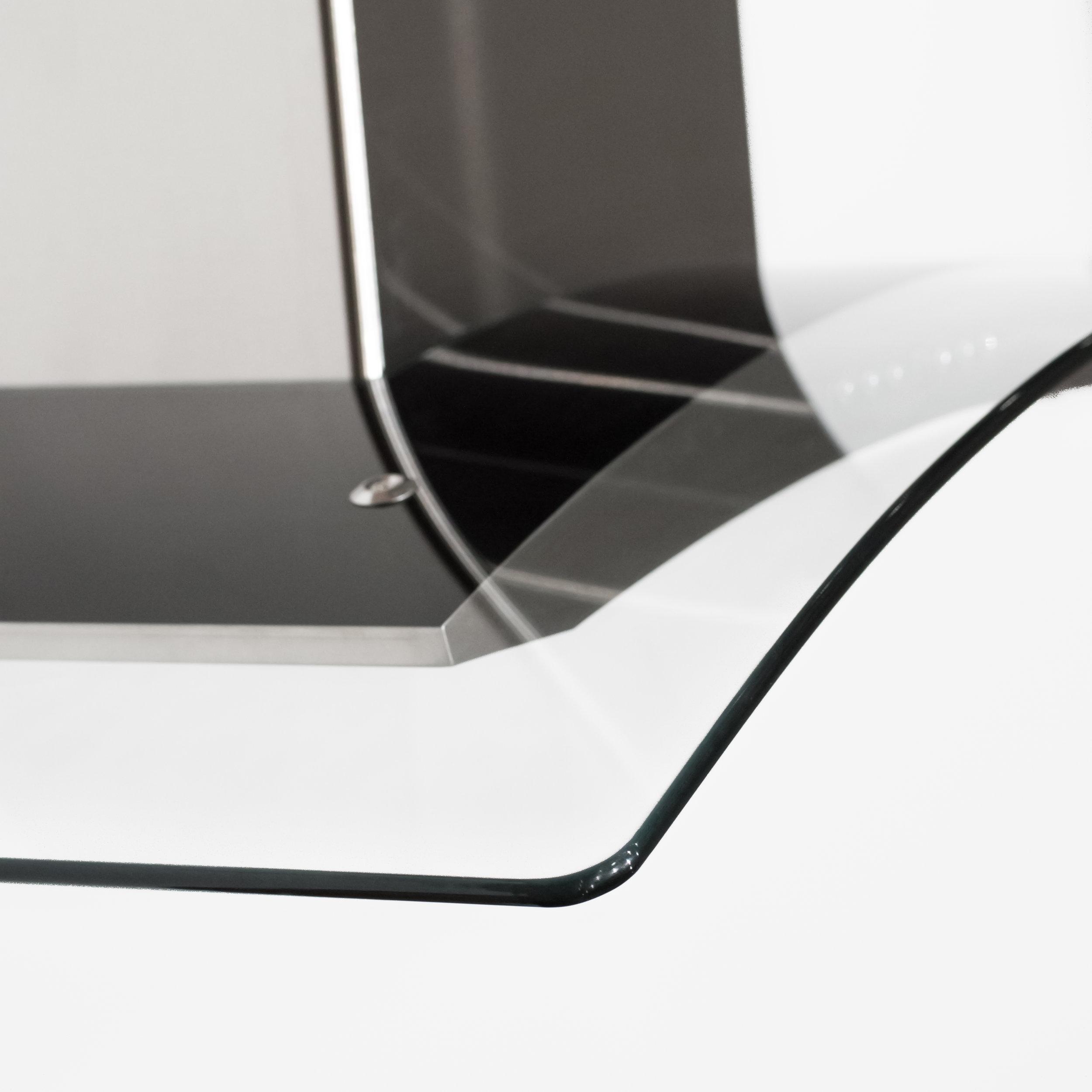 zline-stainless-steel-wall-mounted-range-hood-KN4-glass-detail 1.jpg