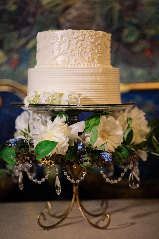 Chandelier Loopy Cake Plate   Fresh Flowers   Wedding Cake