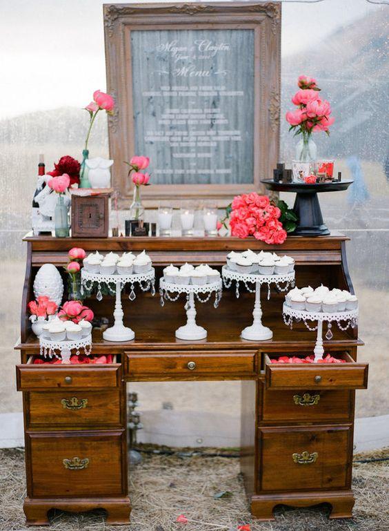 Oak Desk Cake Table   White Cake Stands
