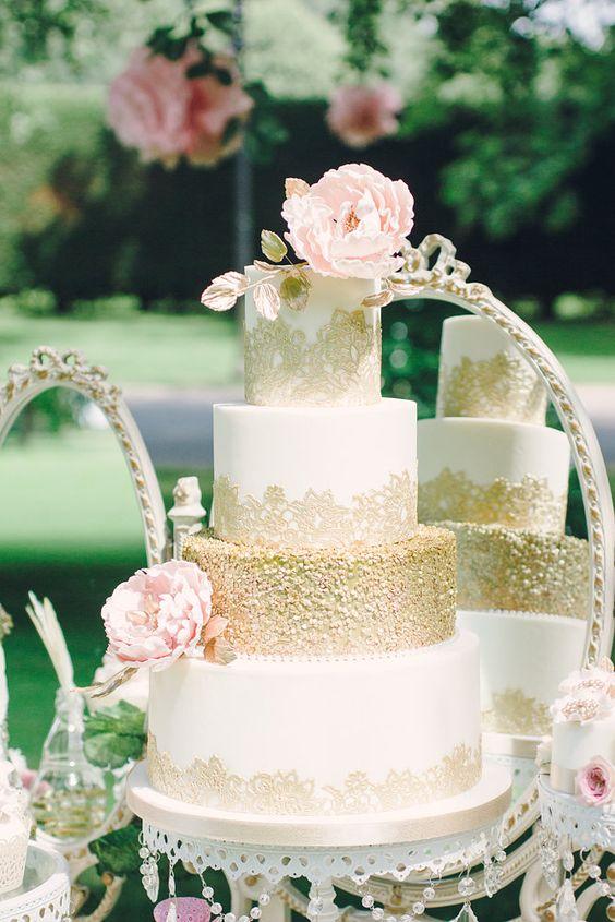 White Chandelier Cake Stand   White & Gold Tiered Wedding Cake