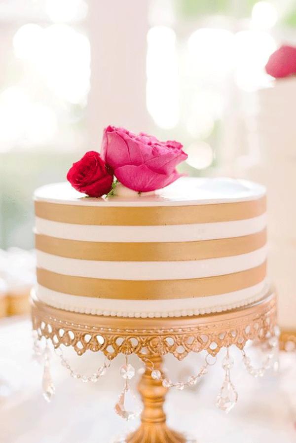 Gold-Chandelier-Cake-stand-_-Opulent-Treasures.png