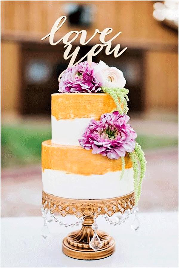 gold-chandelier-wedding-cake-stand-12'-_-Opulent-Treasures.png