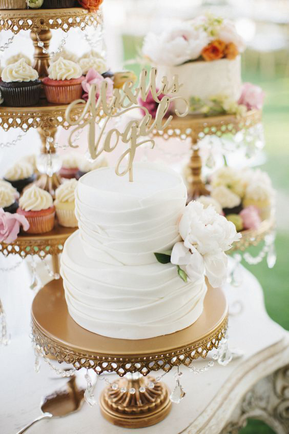 wedding-cake-opulent-treasures-cake-stand.png