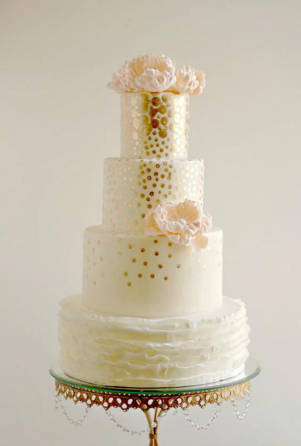 gold peach weddingcake.png