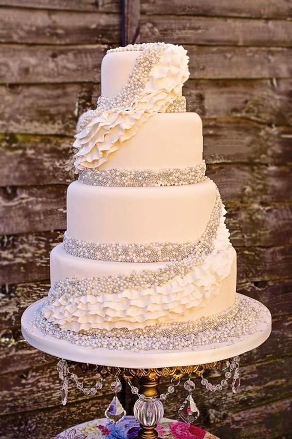 chandelier cake stand pearls.jpg