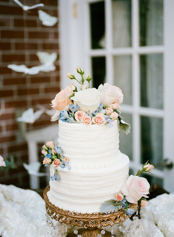 Wedding-cake-tiered-gold-cake-stand-Opulent-Treasures.jpg