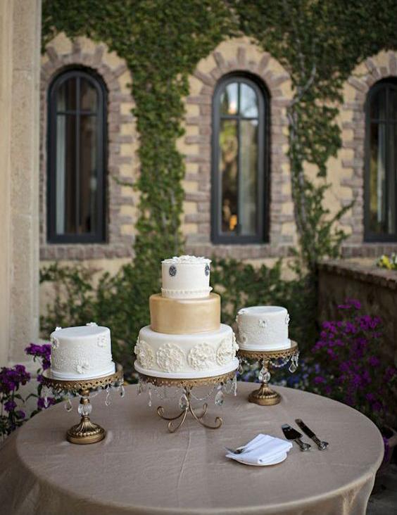 opulent-treasures-wedding-cake-stands-.png