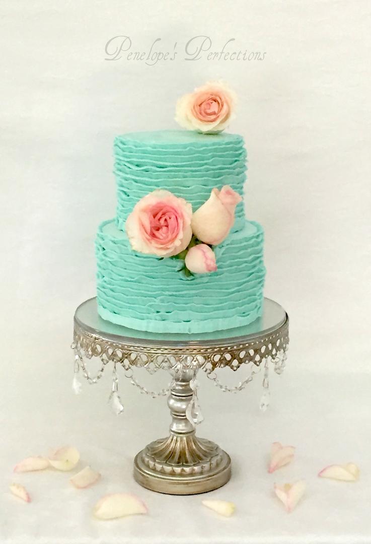 silver-chandelier-cake-stand-wedding-cake.jpg